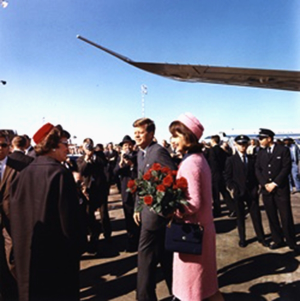 pink-chanel-suit-of-jackie kennedy
