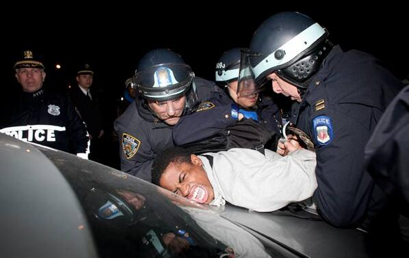 Free Massages from the #NYPD. What does YOUR Police Department offer? Tweet at #MyNYPD