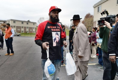 Mike Brown's Dad give protestors turkey for TG